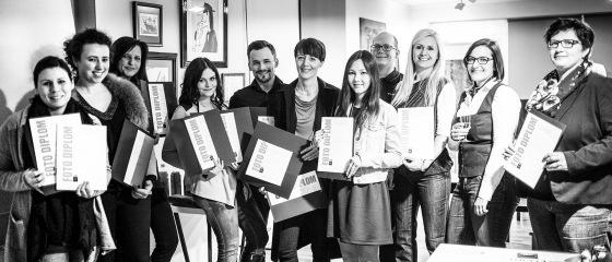 Begeisterte Absolventinnen der LIK Akademie für Foto und Design in Linz